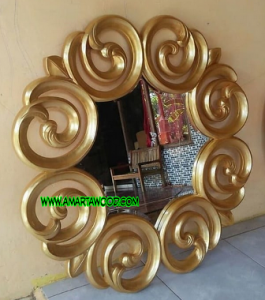 Cermin Dinding Kayu Jati Finishing Emas
