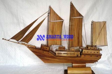 Miniatur Perahu Kayu Bambu Terbaru